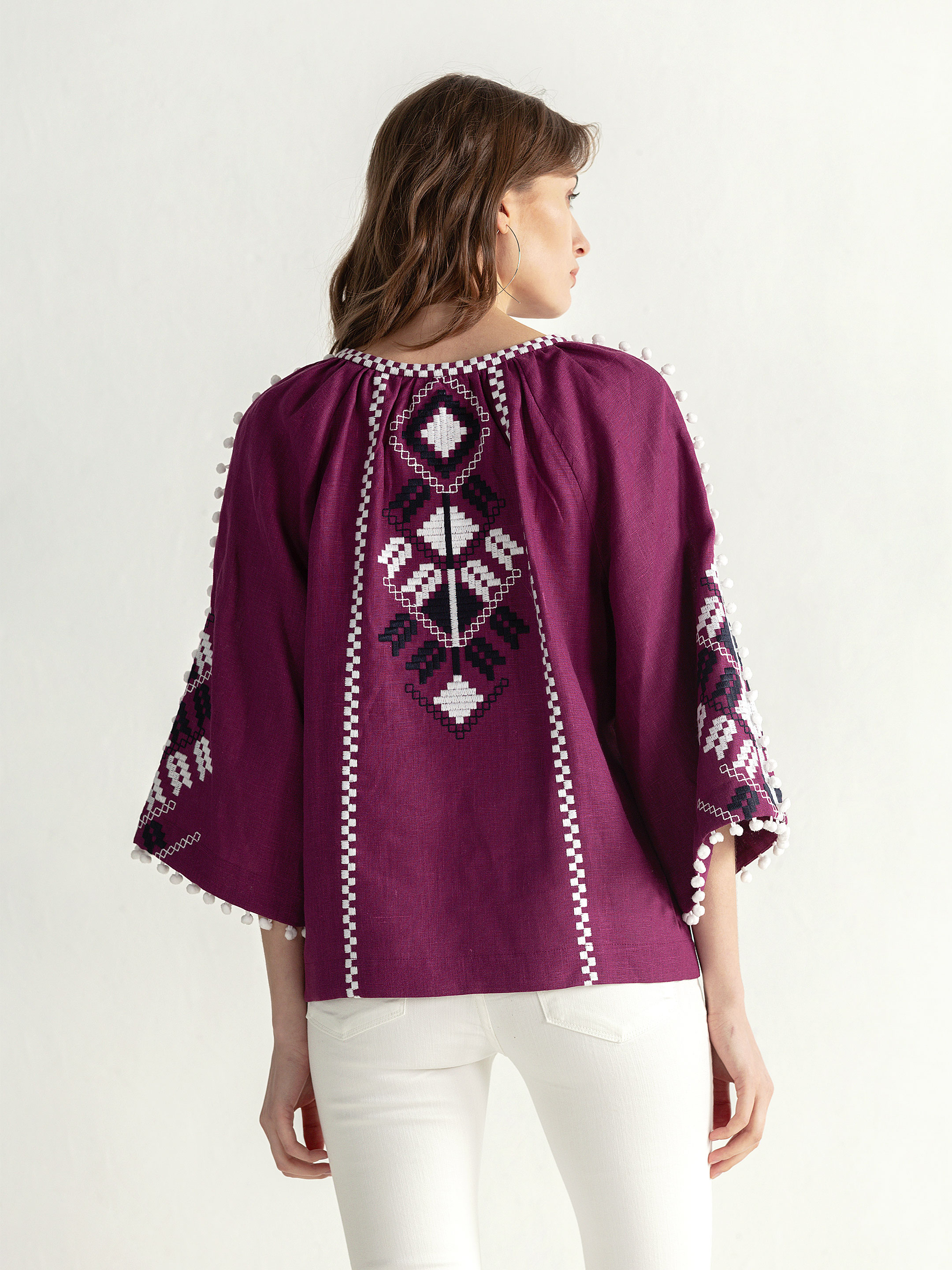 Embroidered shirt in boho style with purple linen Bee white 3
