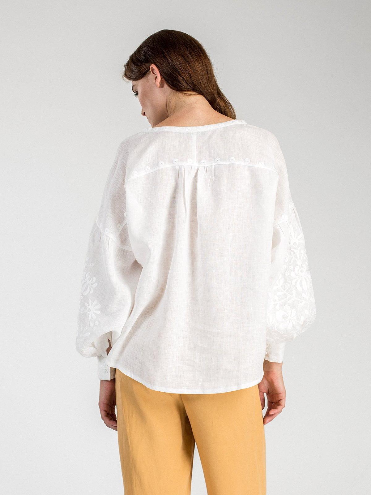 Жіноча вишиванка з пишними рукавами білого льону North Bird – купити ... 635b6d26d648c