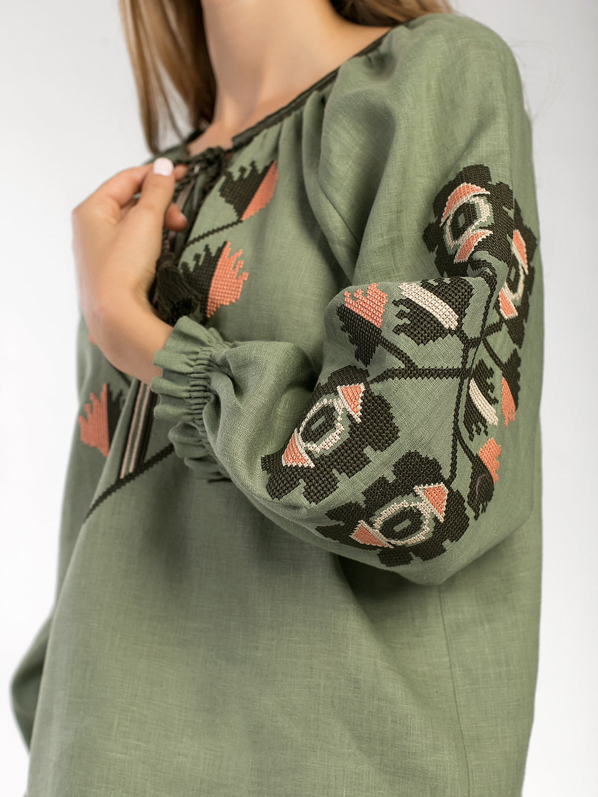 Embroidered shirt in olive linen Werba 3
