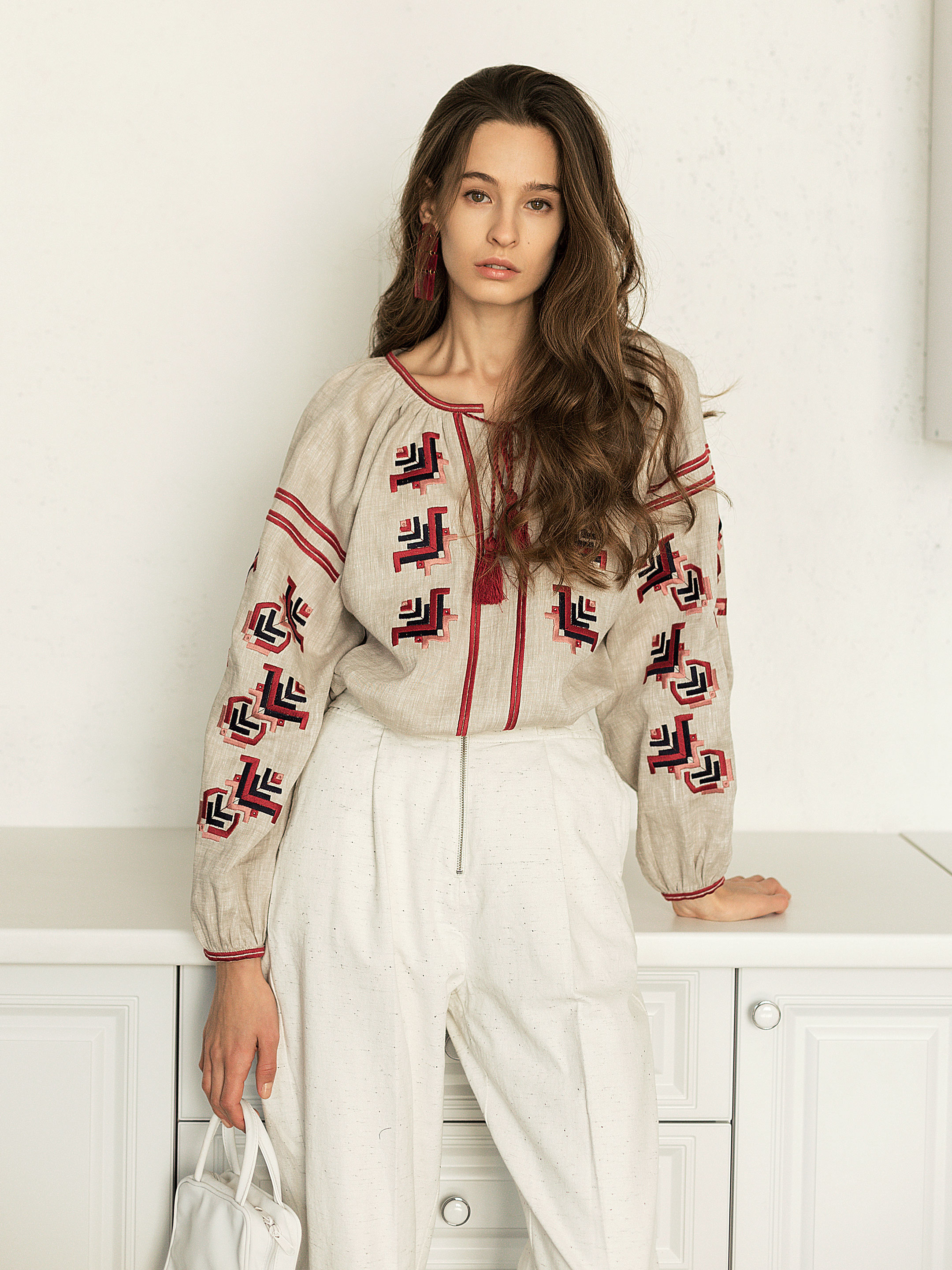 Embroidered shirt in grey linen Maky G