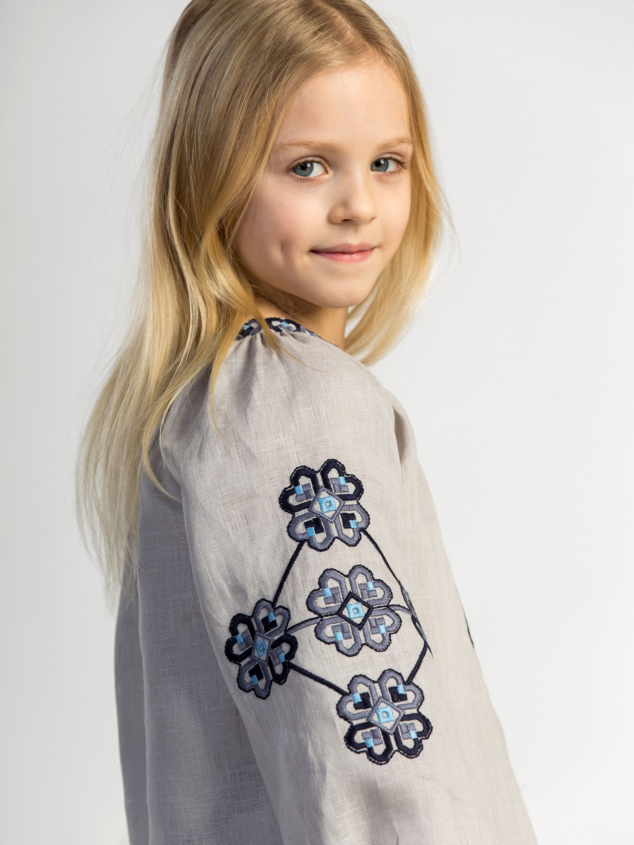 Embroidered shirt for girls Heart 4
