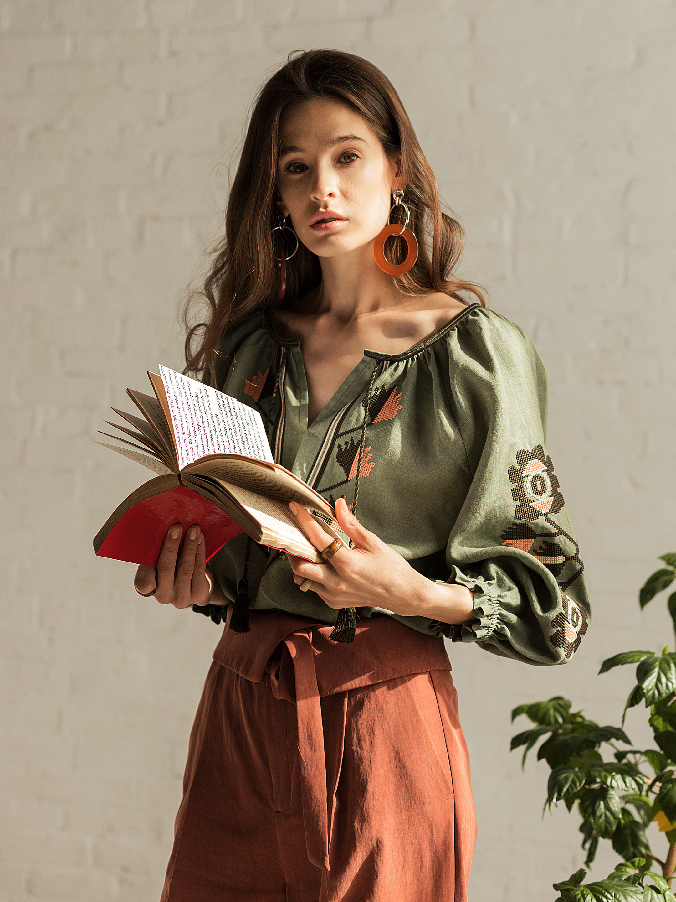 Embroidered shirt in olive linen Werba 5