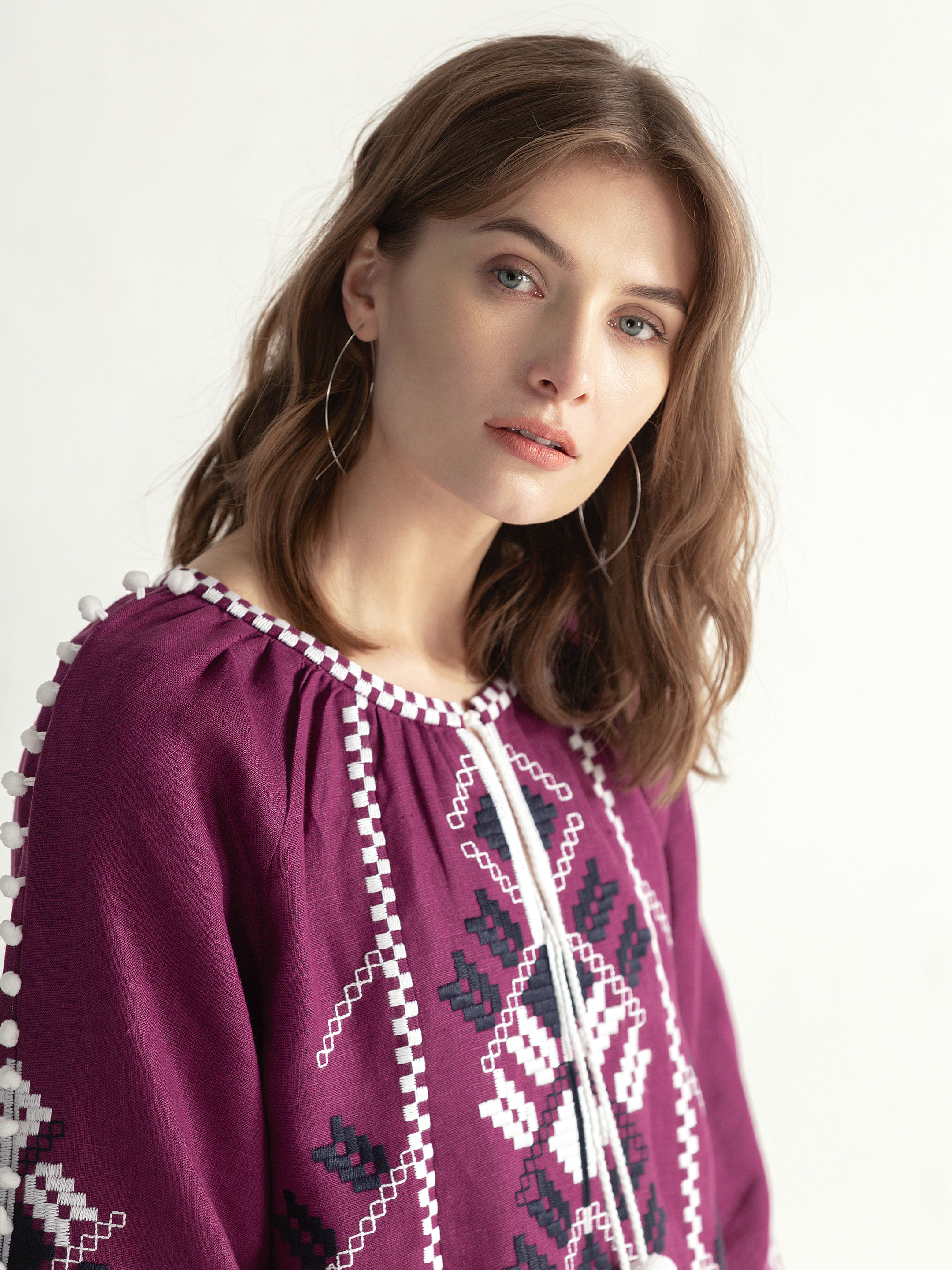 Embroidered shirt in boho style with purple linen Bee white 5