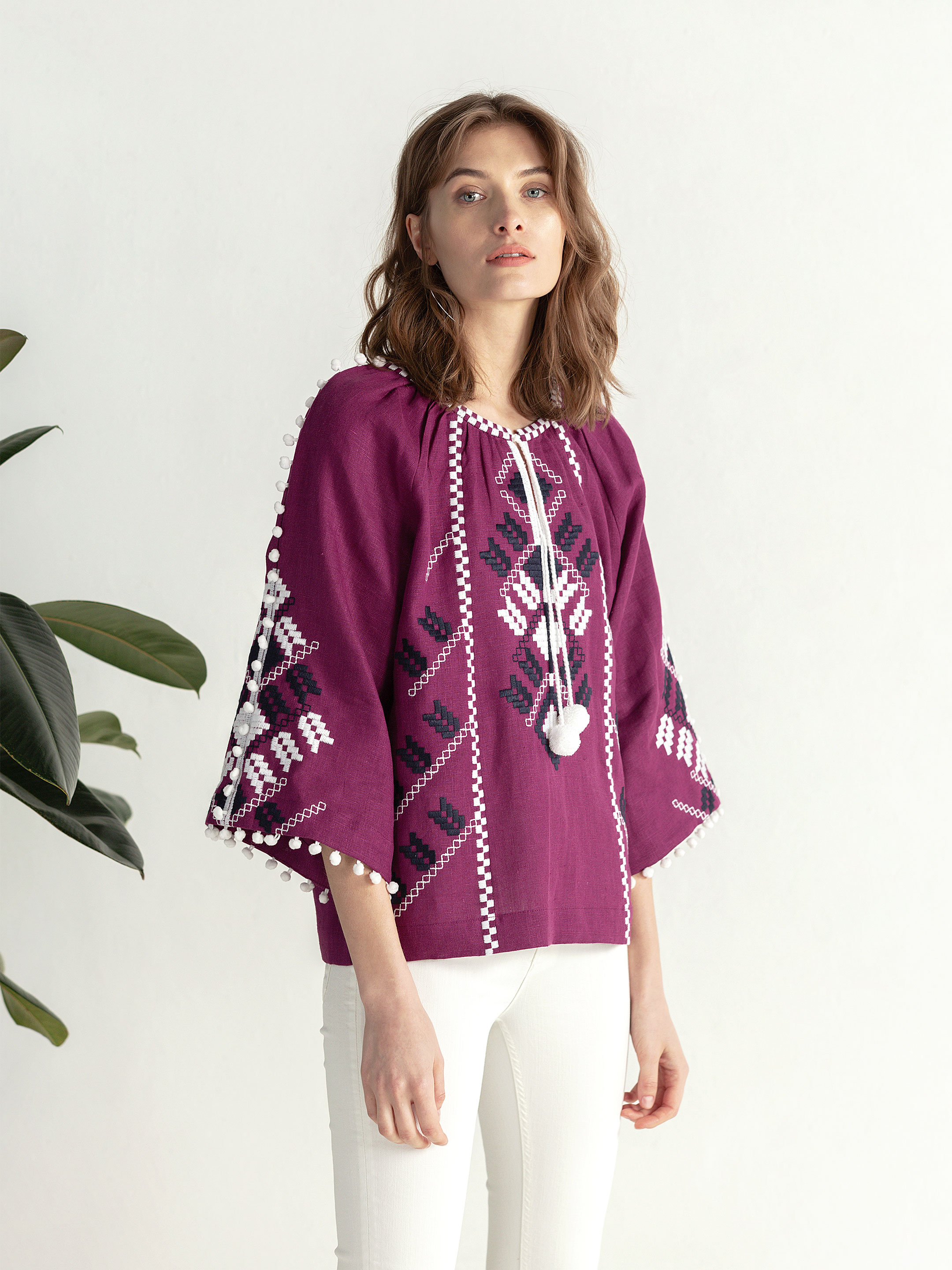 Embroidered shirt in boho style with purple linen Bee white