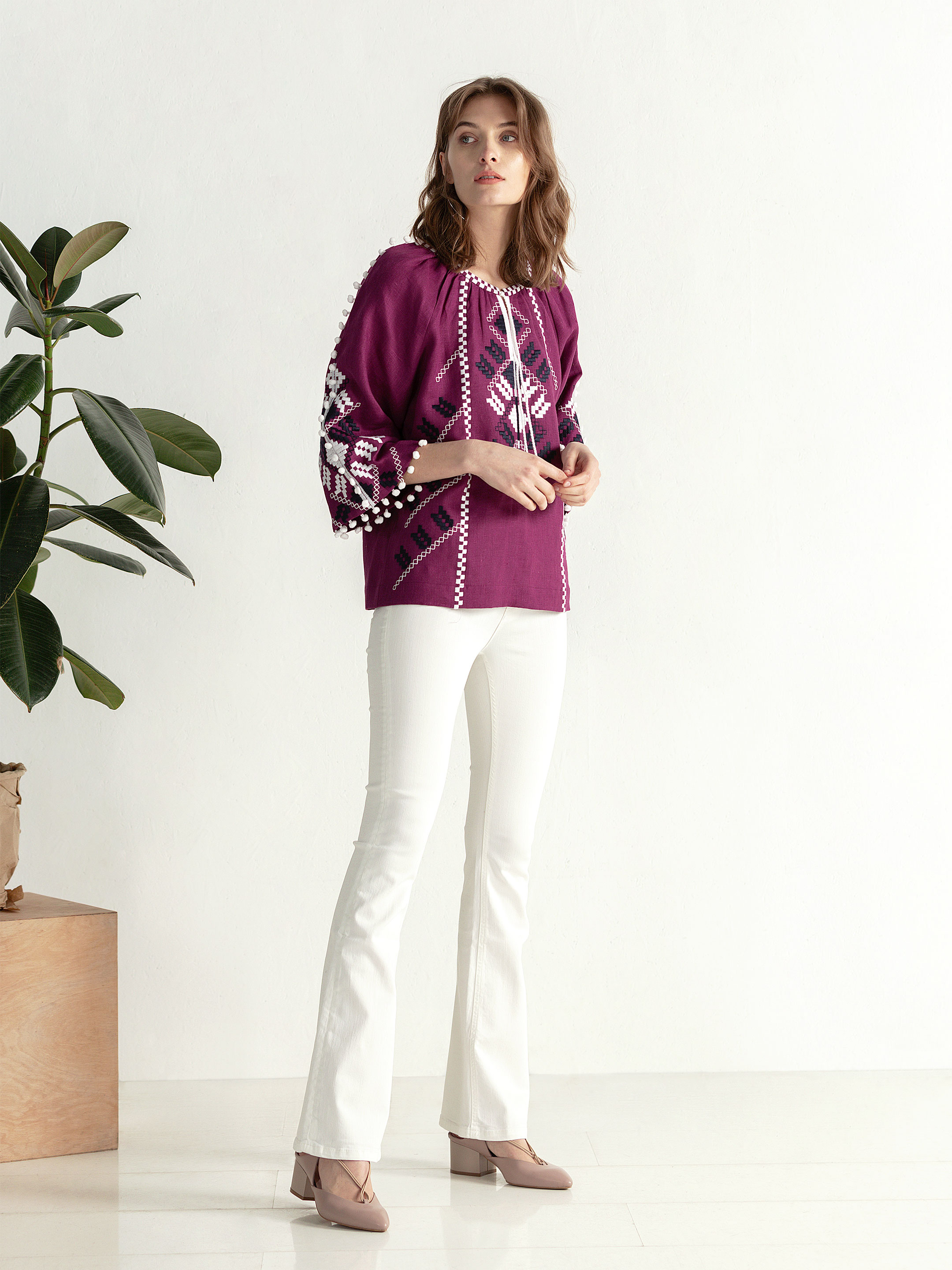 Embroidered shirt in boho style with purple linen Bee white 4
