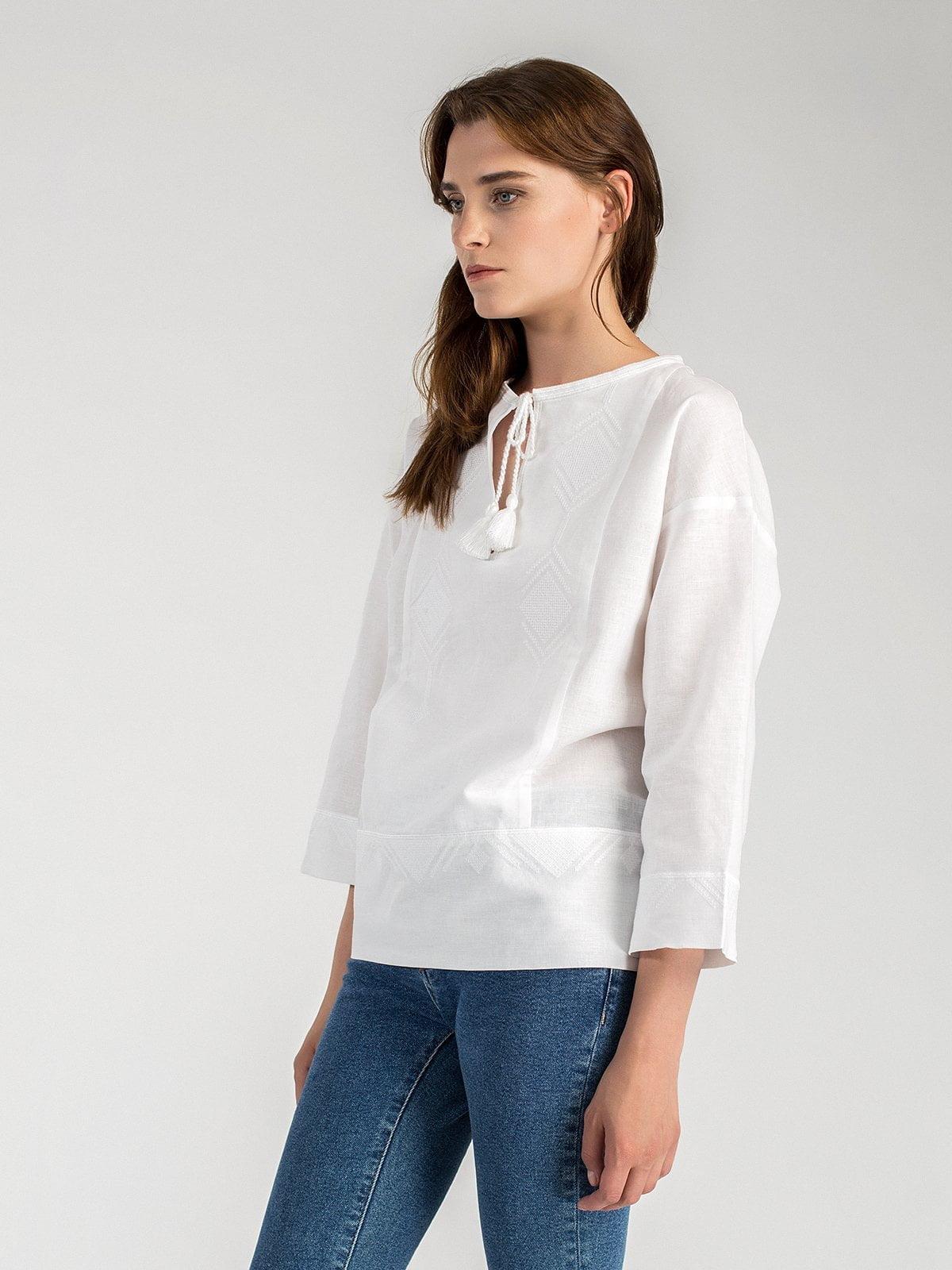 Жіноча вишиванка вільного крою з білого льону Ethnic 1 – купити в ... 74f2968d9048f
