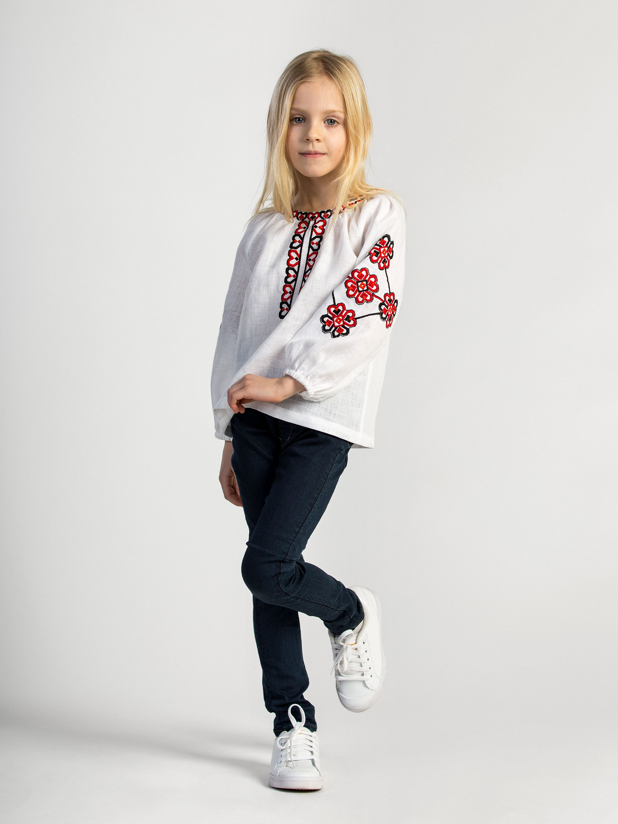 Embroidered shirt for girls Red Heart 3