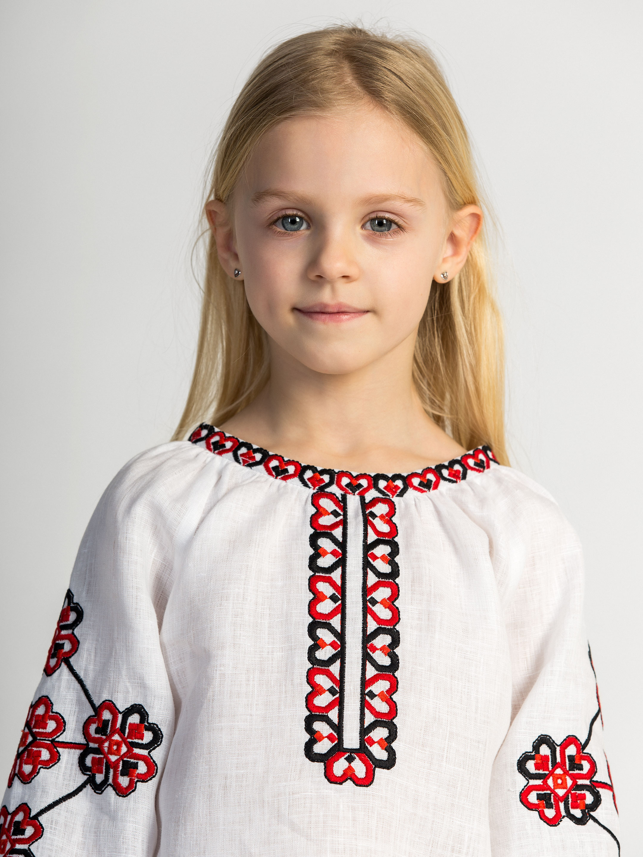 Embroidered shirt for girls Red Heart 4