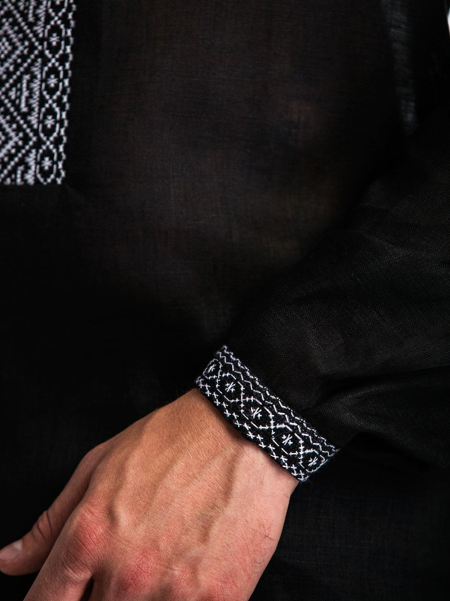 Черная льняная мужская вышиванка с белым орнаментом Б2 Фото 3