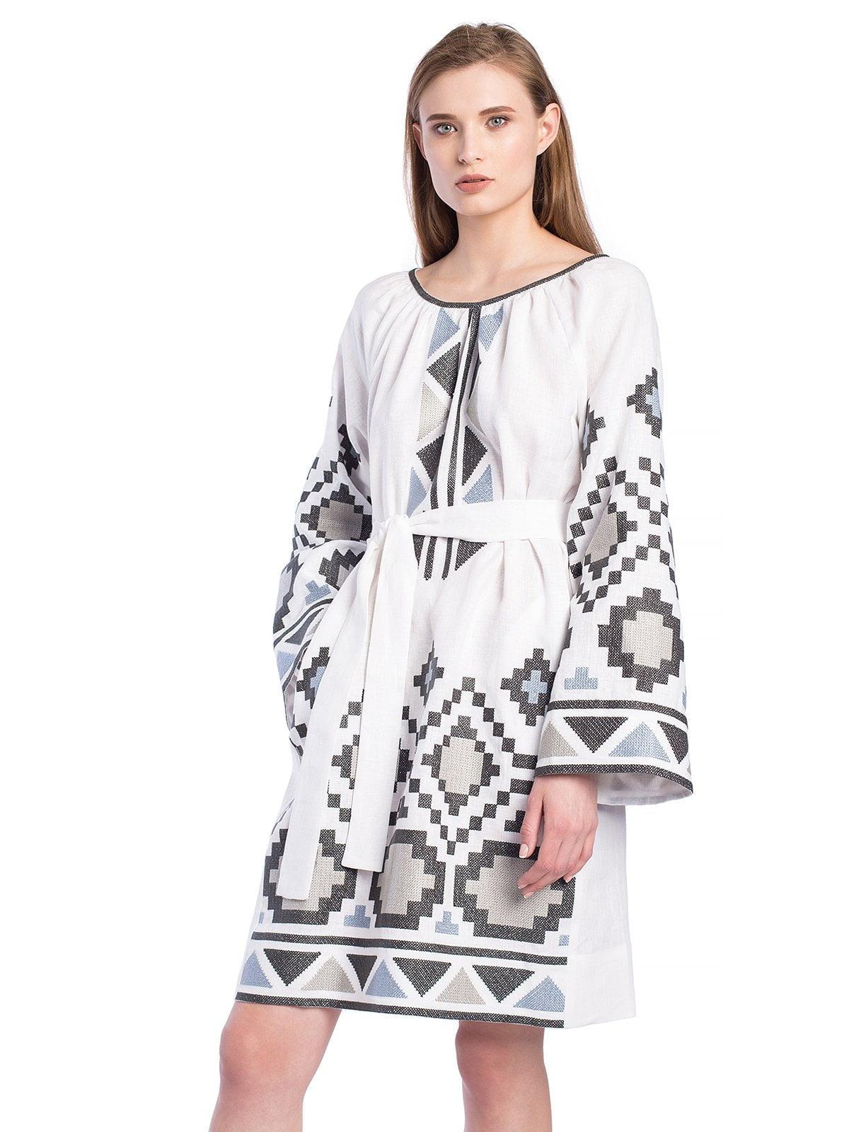 5ce0f3b8a29 ... Белое льняное платье с массивной геометрической вышивкой ETHNO6 ...